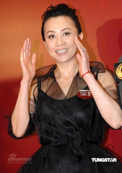组图:刘嘉玲出席名品代言澄清未与梁朝伟结婚