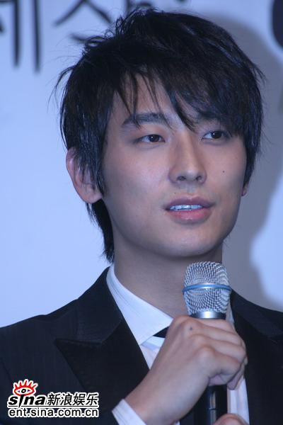 朱智勋日本表演弹琴写真集可爱笑容攻陷影迷