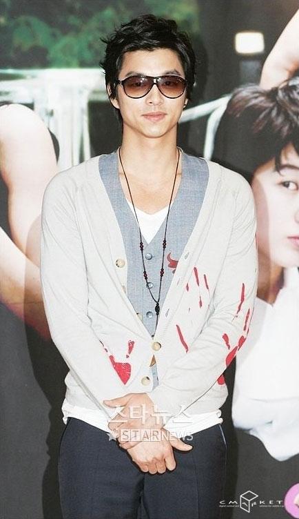 孔宥探班小田切让片场韩日巨星相会引骚动(图)