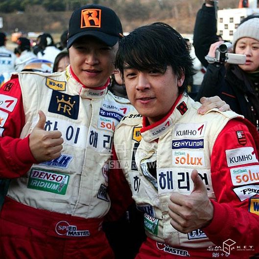 韩星安在模遭翻车事故幸未受伤放弃车赛(附图)