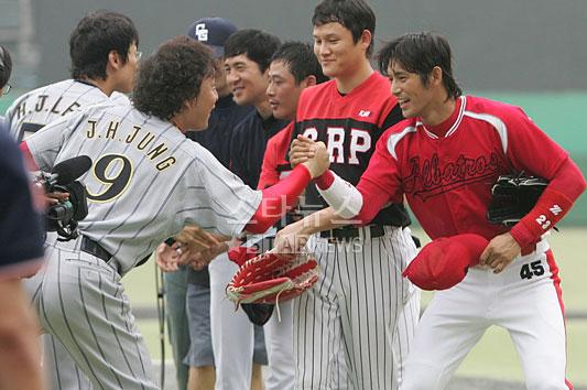 组图:众韩星参加棒球赛安在旭吴志浩神采飞扬