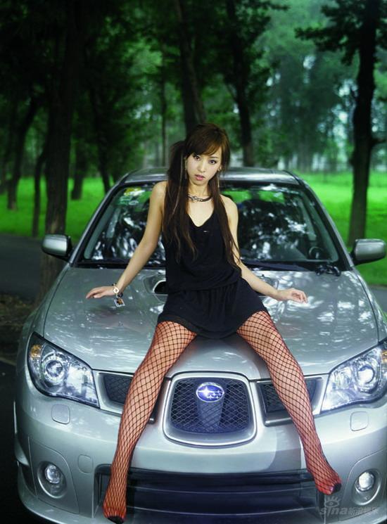 组图:韩星SARA撩人写真香车美女秀美腿玉背