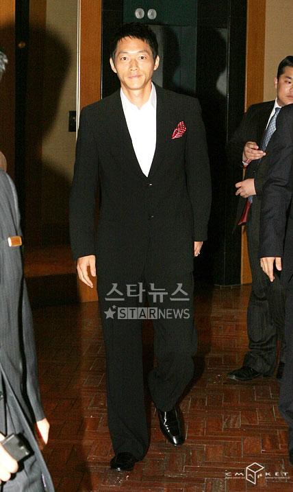组图:韩国主持人金宝敏与球星金南一12月完婚