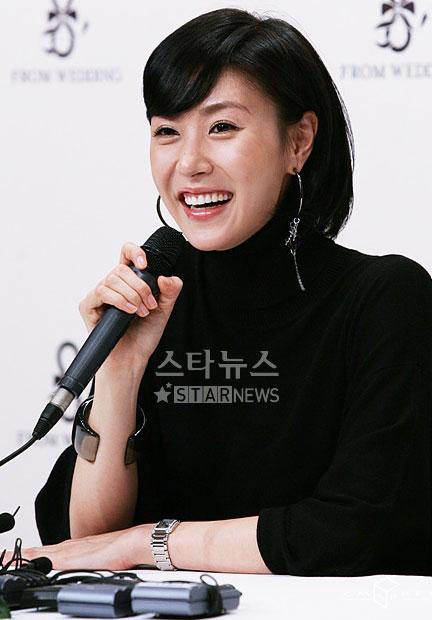 组图:韩星成贤雅发表婚讯12月釜山举行婚礼