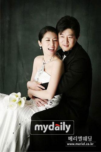 组图:韩星朴尚民韩娜莱公开婚纱照9日将大婚