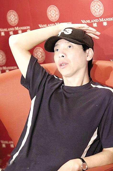 冯小刚上海交锋大学生:周围有很多变色龙(图)