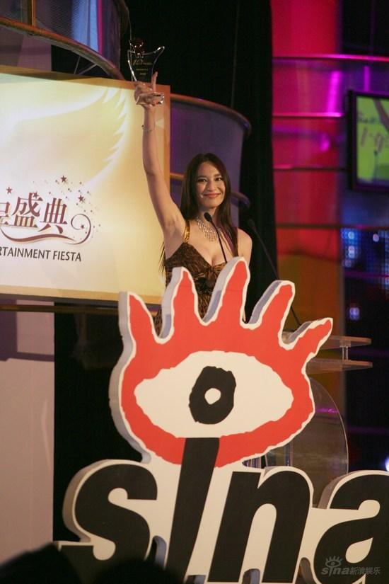 吴佩慈发表获奖感谢:爱美女人付出代价是摔跤
