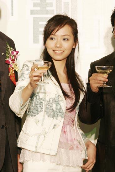 巴乔来华引燃两大美女张靓颖刘璇助阵晚宴(图)