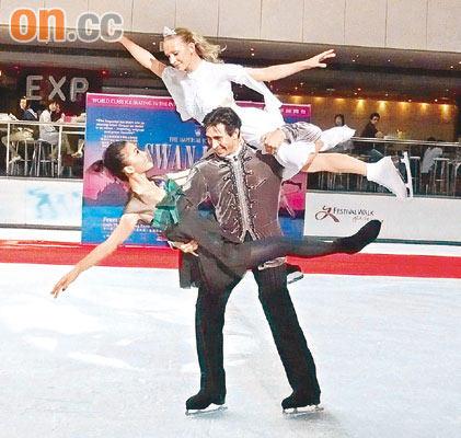 边溜冰边做爱_周丽淇练溜冰有成就感 五分钟练就高难动作(图)