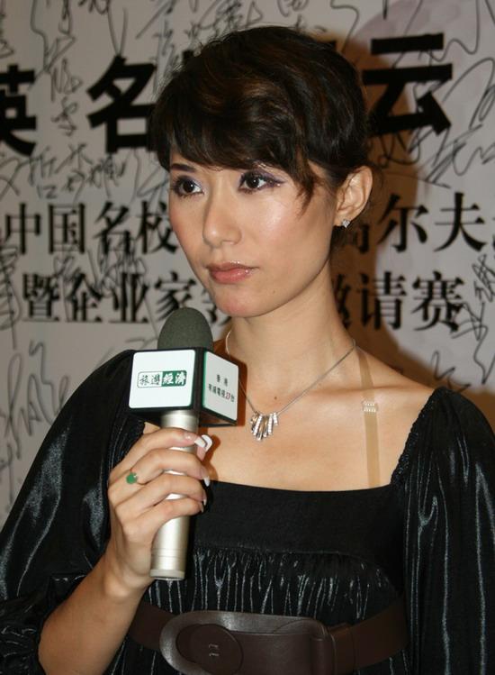 高娜立志向成龙大哥学习为台湾患重病同胞募捐
