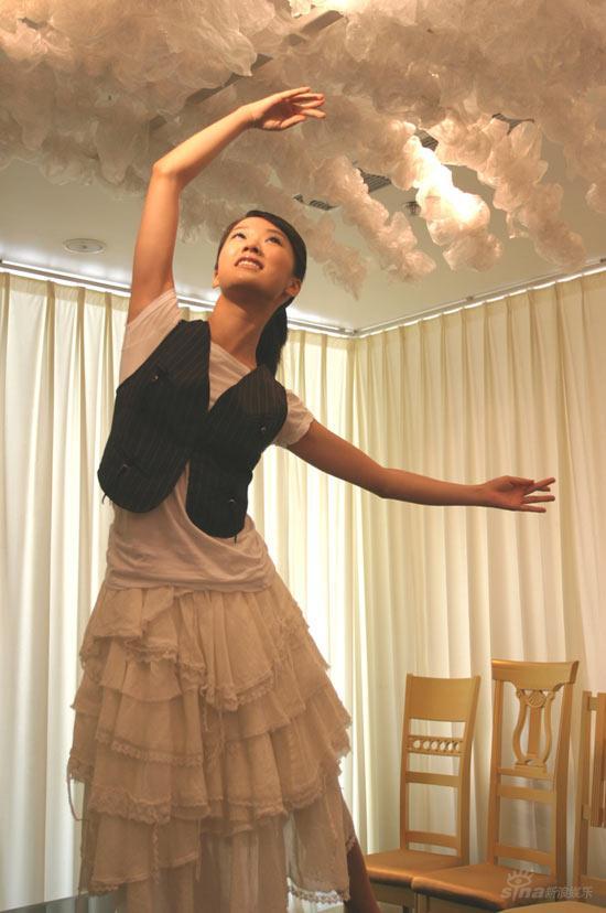 演员李念纯白温婉上戏里的芭蕾舞者动情起舞