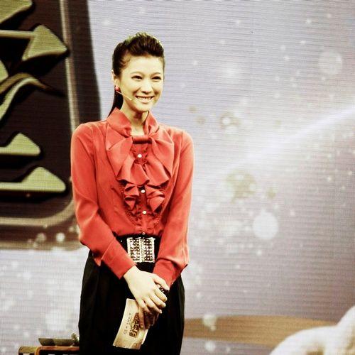 北京卫视当红节目《养生堂》节目主持人, 80后双语女主播悦悦(微博)随图片