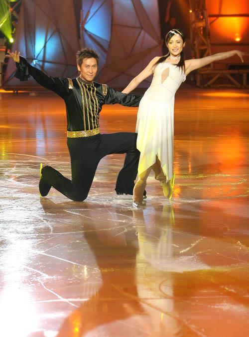 图文:《明星大练冰》复赛第四场--马德钟登场