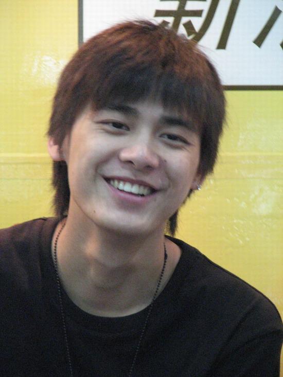 李易峰开心笑容
