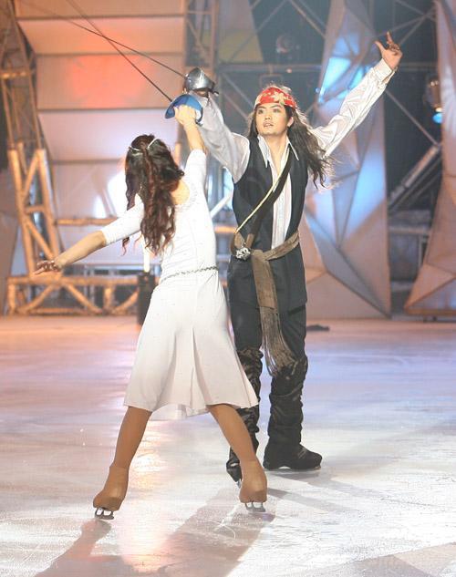 图文:练冰半决赛第二场--程显军演加勒比海盗