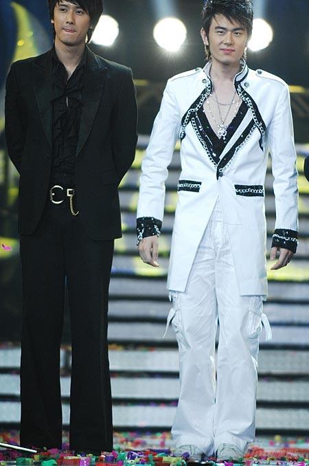 图文:王睿和上届好男最佳形体奖得主巫迪文