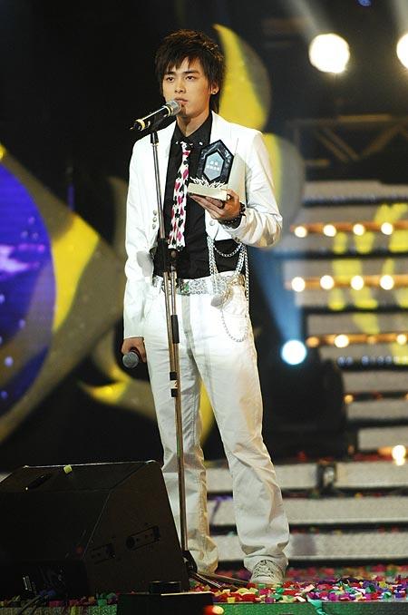 图文:好男儿王者之战--李易峰获最佳亲和力奖