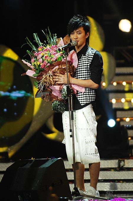 图文:好男儿王者之战-KIMI获得最具个性时尚奖