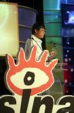 组图:粤港十年网娱盛典颁奖吴佩慈摔跤也很美