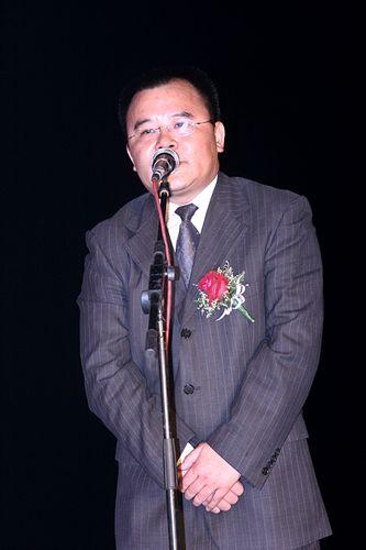 图文:成都传媒集团总经理夏旗舰出席颁奖晚会