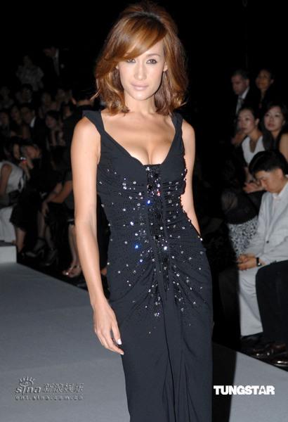 图文:CD60周年庆首尔服装秀--性感MaggieQ