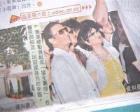 组图:张柏芝入院生子谢贤狄波拉开心前往探视