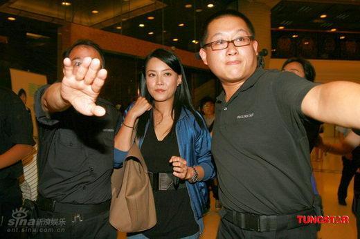 图文:张柏芝香港顺利产子-拒绝媒体采访