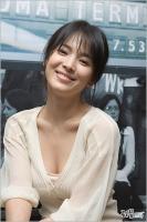 组图:宋慧乔低胸装拍写真妩媚性感笑容甜美