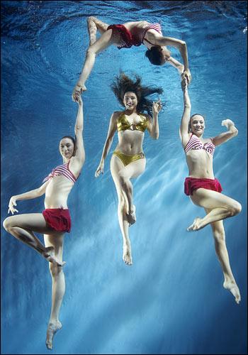 凯莉-布鲁克水下拍诱人写真为英办奥运筹善款