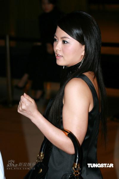 组图:李湘愈发丰满成熟黑色礼服难掩浑圆身躯