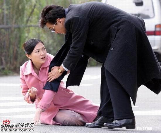组图:崔浩然陷入三角恋《意难忘》中追张凤书