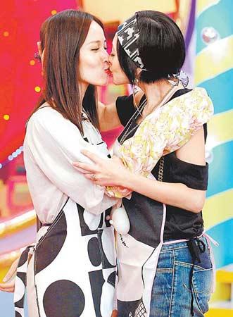 小S强吻萧亚轩:我跟蔡依林的唇谁更柔软?(图)