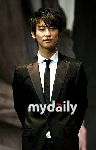 朱智勋将赴日本宣传《宫》参加草剪刚访谈节目