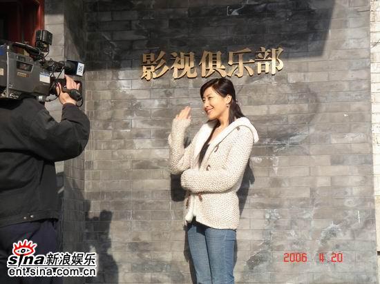王雅捷做客影视俱乐部讲述《西圣地》感人故事