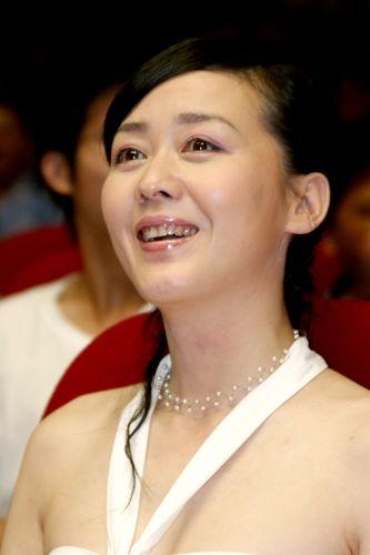 《我们需要你》南宁首映李琳饰英雄妻子(图)