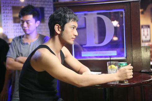 黄晓明香港拍《神枪手》影迷争当群众演员(图)