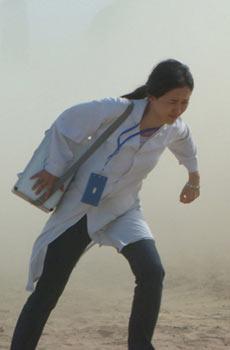 颜丹晨《超越极限》疯狂沙暴中美人救英雄(图)