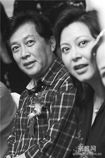 《温州人在巴黎》关机唐国强夫妇巴黎做生意