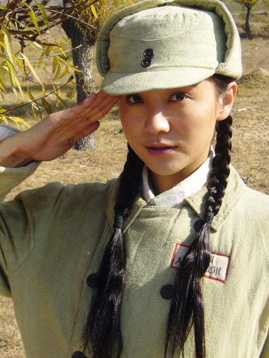 小宋佳文武双全演绎《红日》战火中的灰姑娘