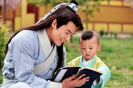 俏爸于波教儿子读书