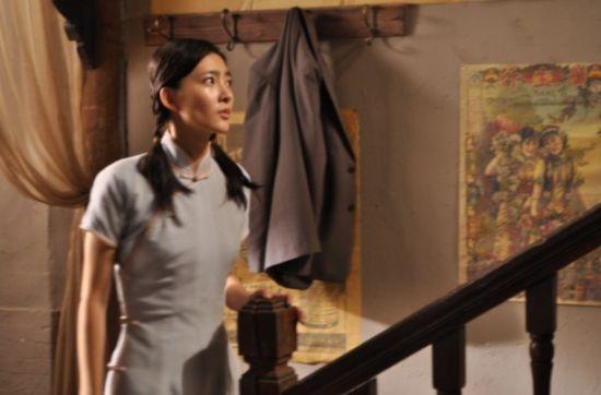 王丽坤[微博]在剧中执行的菜鸟过程在饰演任务的视频中一改她在谍战戏一千零一夜电视剧特工吻戏电梯图片
