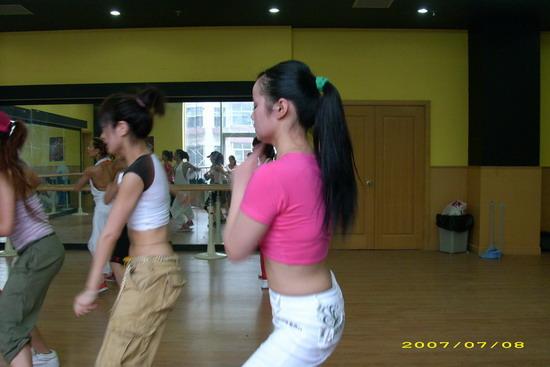 """组图:我要跳舞40强训练营竹子妹妹""""慢半拍"""""""
