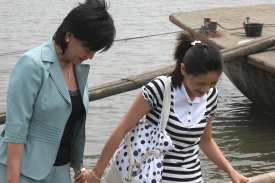 组图:《后来》热拍贾雨岚胡可首度搭档演母女