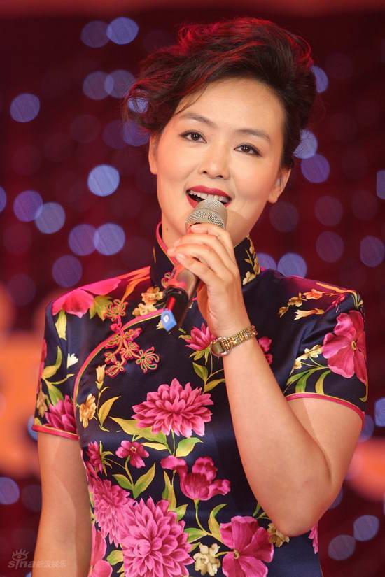 正文    新浪娱乐讯 近日,《新视听》特别节目——《花好月圆贺中秋》