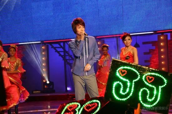 图文:2007我型我秀总决选--郜晓晨王子气质
