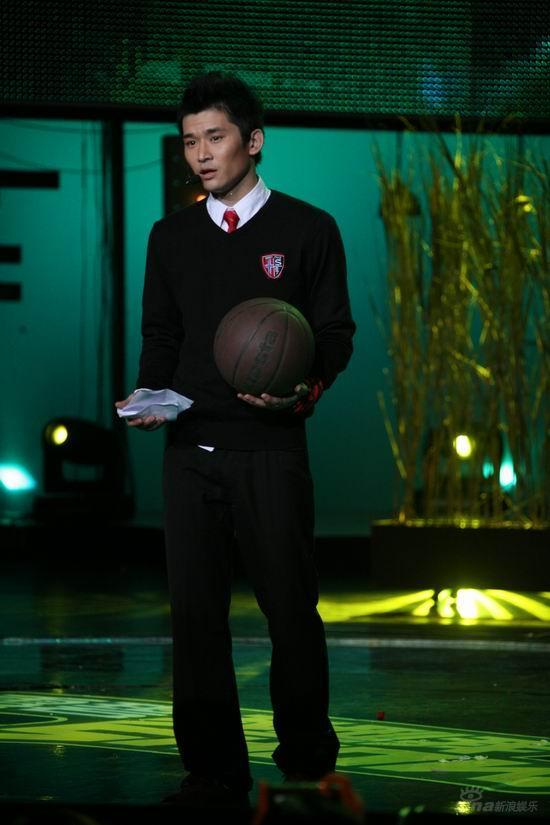 图文:2007我型我秀总决选--吴斌穿学校制服