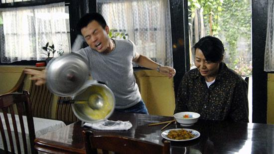 《笑着活下去》上海收视破十点直逼年度第一