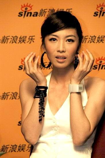 图文:《荣归》主演做客新浪--徐菁遥惊讶表情