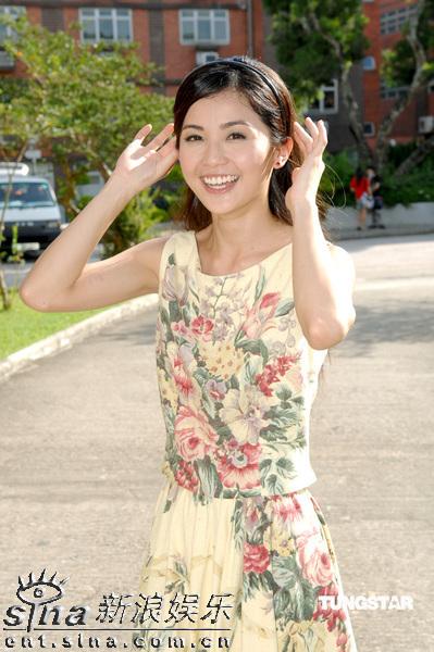 图文:《森之爱情》拍外景--蔡卓妍甜美笑容