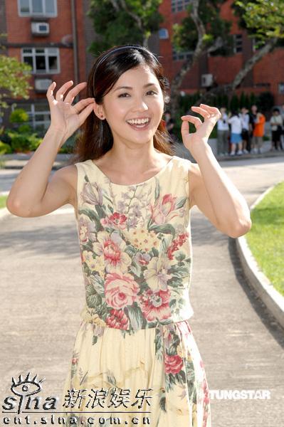 图文:《森之爱情》拍外景--蔡卓妍人比花俏
